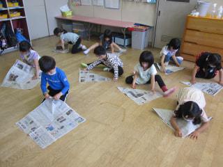 新聞紙あそび😁